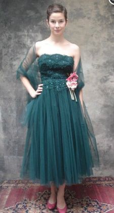 lace and tulle bridesmaid's dress in fit and flare shape in forest green