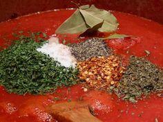 Delicious Italian red sauce: San Marzano - A yum yum - Pasta Homemade Spaghetti Sauce, Homemade Tomato Sauce, Homemade Pasta, Italian Tomato Sauce, Pasta Sauce Using Tomato Sauce, All Day Spaghetti Sauce Recipe, Simple Tomato Sauce, Tomato Sauce Recipes, Al Dente