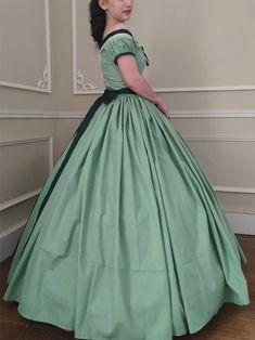 Belle robe de jour en coton. Second Empire, Dream Dress, Ball Gowns, Princess, Formal Dresses, How To Wear, Fashion, Sweet Dress, Green Cotton