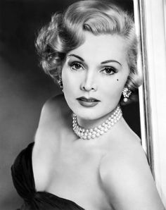 Zsa Zsa Gabor/Жа Жа Габор Zsa Zsa Gabor, Old Hollywood Style, Golden Age Of Hollywood, Hollywood Stars, Vintage Glamour, Vintage Beauty, Gabor Sisters, Vintage Hairstyles For Long Hair, Orange Gown