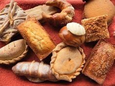 ¡Pan dulce de El Salvador! ( I don't know what these are individually but they all look yummy)