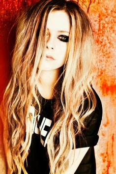 She looks so cool here I love her style and her carefree attitude, one of my fav celebs #Avril Lavigne