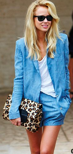 Chambray + Leopard, I'm not usually a fan of double denim but actually love this! Looks Total Jeans, Looks Jeans, Fashion Moda, Look Fashion, Womens Fashion, High Fashion, Fashion Styles, Feminine Fashion, Blue Fashion