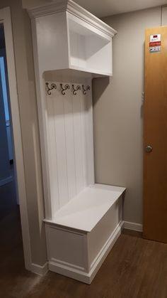 Mueble de entrada , ideal para colgar chaquetas, bolsos. Mueble de madera. Bathroom, Jackets, Handbags, Timber Furniture, Entryway, Dorm Rooms, Accessories, Washroom, Bath Room