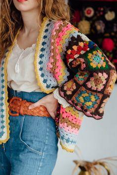 Moda Crochet, Crochet Granny, Diy Crochet, Crochet Top, Crochet Hats, Crochet Cardigan Pattern, Crochet Jacket, Sewing Clothes, Crochet Clothes