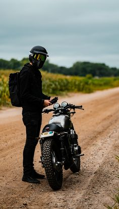 Riding our Cafe Honda Motorcycle Cafe Racer Honda, Cafe Racer Build, Cafe Racer Bikes, Cafe Racer Motorcycle, Motorcycle Style, Motorcycle Outfit, Motorcycle Garage, Style Moto, Biker Photoshoot