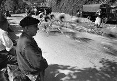 Tour de France 1953 (Frank Scherschel—Time & Life Pictures/Getty Images) http://life.time.com/ipad-app/sports/tour-de-france-1953-rare-photos-of-an-international-sports-spectacle/