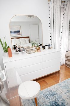 First Bedroom Update in New Apartment – Olivia Jeanette - decoration bedroom Room Ideas Bedroom, Home Decor Bedroom, Modern Bedroom, Trendy Bedroom, Bed Room, Bar Design, Aesthetic Bedroom, Home And Deco, Bedroom Styles