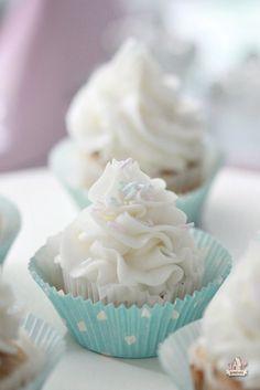 Banana cupcakes and cream cheese icing