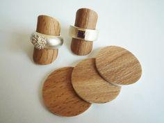 10 flexible Ringständer in Holzoptik für eine schöne Präsentation Eurer Ringe.  Verkauf natürlich *ohne* Ringe!!! Falls der Schmuck Euch gefällt, schaut in meiner Goldschmiede: happyjewel