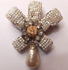 VINTAGE MIRIAM HASKELL BAROQUE SEED PEARL RHINESTONE RIBBON BROOCH Pearl Jewelry, Jewelry Art, Antique Jewelry, Jewelery, Vintage Jewelry, Fine Jewelry, Jewelry Design, Vintage Rhinestone, Vintage Brooches