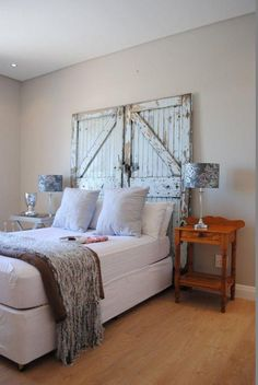 Add Old Doors to the Decoration of Your Home: They Look Fantastic! - Decoration and Fashion White Distressed Furniture, Furniture, Apartment Decor, Headboard From Old Door, Diy Home Decor, Home, Home Deco, Rustic Bedroom, Home Decor