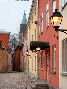 Colorful alley that leads to the Dome church, Turku, Finland / Inga Wirén / Vastavalo. Lappland, Finland Destinations, Beautiful World, Beautiful Places, Turku Finland, Malta, Cities, City Landscape, Famous Places