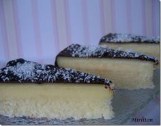 Coconut flan cake with chocolate frosting Quick Easy Desserts, No Cook Desserts, Dessert Recipes, Coconut Flan, Coconut Recipes, Flan Cake, Desserts With Biscuits, Eat Dessert First, Yummy Cakes