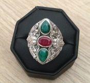 Zilveren edelsteen ring met Emerald en Robijnen ring maat 18.1