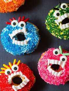 Fun Halloween Monster Donuts - Simple halloween treats using store-bought doughnuts, frosting, sprinkles, and plastic vampire fangs. Kids love to make bought halloween treats Halloween Monster Donuts Halloween Donuts, Halloween Desserts, Halloween Birthday, Spooky Halloween, Holidays Halloween, Halloween Treats, Halloween Appetizers, Halloween Games, Fall Treats