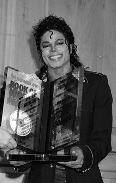 Michael Jackson Story, Michael Jackson Images, Mike Jackson, Mj Bad, King Of Music, Victoria, Favorite Person, The Book, Pop