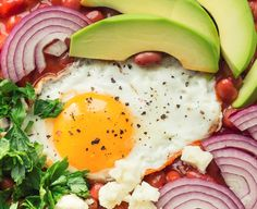 Mic dejun sanatos. Pizza cu avocado si ou Avocado, Breakfast Ideas, Veggies, Pizza, Food, Vegetable Recipes, Lawyer, Morning Tea Ideas, Vegetables