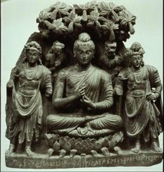 This is a Gandharan sculpture of the Buddha turning the wheel of dharma. The date in year 5 CE possibly? Buddha India, Namaste, Buddha Artwork, Alexandre Le Grand, Buddha Sculpture, History Of India, Buddhist Art, Buddha Buddhism, Religion
