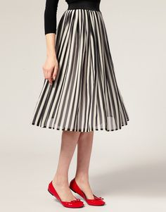 Kind of makes me think of a modern day Audrey Hepburn outfit- the flats and skirt.