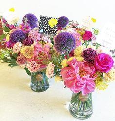 Last batch of Mother's Day arrangements despatched! Thank God for a fruitful day! ✈️✈️✈️ #reginamaeflorals #vasearrangement #mothersdayflowers #centrepiece #happymothersday #mothersdayflowers #homedecor #exquisiteflowers #tablescape #tableflowers