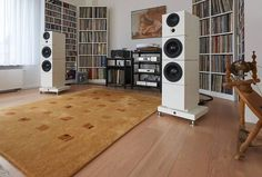 """Sehring Audio 902B speakers with Jeff Rowland Capri S2 amp, dCS Puccini CD player and Bauer Audio DPS2 turntable #hifiporn #highendaudio #audiophile…"""