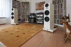 """Sehring Audio speakers with Jeff Rowland Capri amp, dCS Puccini CD player and Bauer Audio turntable Hifi Speakers, Hifi Audio, Audiophile Music, Hi Fi System, Audio System, Sound Room, Audio Room, Speaker Design, High End Audio"