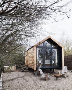 Hier wäre jetzt ich gerne :) Backyard House, Modern Backyard, Garden Modern, Tiny House Cabin, Tiny House Living, Shed Design, Tiny House Design, Design Art, Micro House
