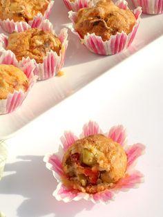 hartige mini muffins tomaat/olijf - Uit Pauline's keuken. Baktijd voor grote vormpjes 40-45minuten.