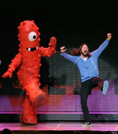 dave grohl yo gabba gabba. This dude just goes to show that growing up is optional. I LOVE how he's navigated the rock field like he's always wanted making moves his way and doing what he's the best at quintessential DAVE.