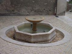 Fontaine Place du Guingois à TERRASSON en Dordogne