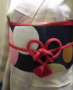 簡単ワイドパンツの無料型紙と作り方です。 ウエストゴムで、着るのも縫うのも楽ちん!1日で完成します。 イージーパンツ、ガウチョパンツとも言えそうな形です。 ★他にもワンピースなどの無料型紙あります → 無料型紙のまとめページ サイズ ★身長... Fashion D, Japan Fashion, Kimono Fashion, India Fashion, Yukata Kimono, Kimono Dress, Kimono Style, Geisha, Modern Kimono