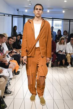 Chalayan Spring 2019 Menswear Fashion Show Collection: See the complete Chalayan Spring 2019 Menswear collection. Look 5
