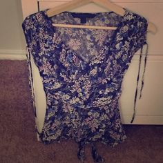 Dress floral Express blouse I'm excellent condition Express Tops Blouses