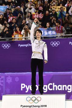 66年ぶり同一種目で連覇という歴史的快挙成し遂げたフィギュアスケーター、羽生結弦選手のFS会場での名シーンをお届け。これは、ずっと見ていられる……。