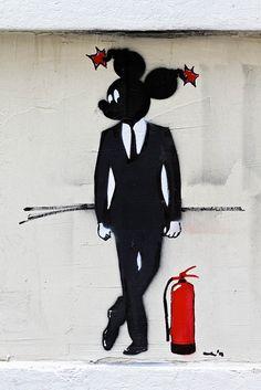 Street art in Istanbul #toobuku // www.thebukuproject.com