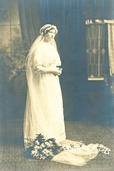 +~+~ Vintage Photograph ~+~+  Young bride on her wedding day