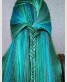 i love the color and style of this person hair i wish i could have hair like her ....lol