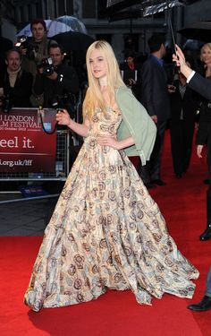 Elle Fanning - BFI London Film Festival: 'Ginger And Rosa' Premiere - Red Carpet Fashion Awards Dakota Fanning, London Film Festival, Palais Des Festivals, Princess Style, Red Carpet Looks, Red Carpet Fashion, Beautiful Gowns, Pretty Dresses, Fashion News