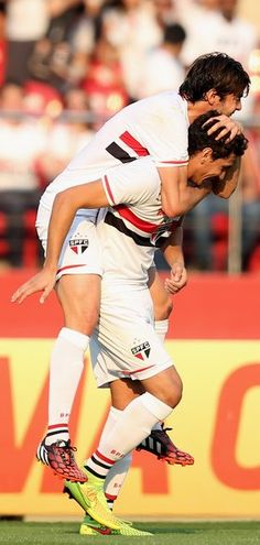 Sao Paulo v Santos In This Photo: Kaka, Paulo Henrique Ganso Paulo Henrique Ganso (R) of Sao Paulo celebrates scoring the first goal with Kaka during the match between Sao Paulo and Santos for the Brazilian Series A 2014 at Estadio do Morumbi on August 24, 2014 in Sao Paulo, Brazil.