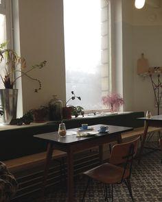 232 vind-ik-leuks, 3 reacties - Kang Hyeonkyo (@mlle_kyo) op Instagram Home Decor Furniture, Dining Table, Interior Design, Living Room, Kitchen, Coffee Time, Habitats, Vintage, Instagram