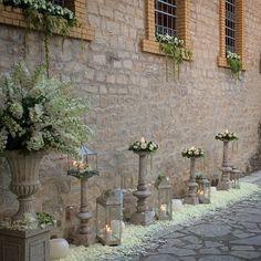 Στολισμός εκκλησίας Wedding Entrance, Wedding Ceremony Decorations, Ceremony Backdrop, Wedding Stage Design, Arch Flowers, Flower Stands, Funeral Flowers, Wedding Flower Arrangements, Tree Wedding