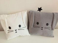 Super Cute Kids Pillow Ideas For Nursery Room Decorating - Pillow Art Cute Pillows, Baby Pillows, Kids Pillows, Sewing Patterns For Kids, Baby Patterns, Sewing Toys, Baby Sewing, Sewing Pillows, Christmas Pillow