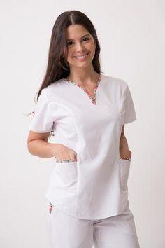 Tefi Poly azul con fucsia Dental Uniforms, Staff Uniforms, Nursing Uniforms, Pyjamas, Scrubs Uniform, Uniform Design, Medical Scrubs, Nursing Clothes, Ideias Fashion