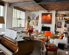 interesting layout with the baby grand