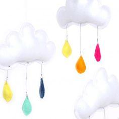 Móvil 3 nubes - Gotas multicolores  The Butter Flying