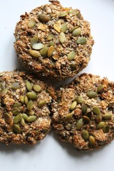 Fiber rugbrødsboller m. Vegan Snacks, Easy Snacks, Healthy Snacks, Vegan Recipes, Cooking Recipes, Danish Food, Food Crush, Healthy Recipes For Weight Loss, Pain