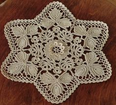 Lace originating from Koniakow (crochet technology). Owing to interesting composition of its ornament, this tablecloth recalls a beautiful flower with visibly distinguishing leaves. Crochet Dollies, Crochet Potholders, Crochet Tablecloth, Crochet Motif, Crochet Lace, Crochet Patterns, Crochet Patron, Irish Crochet, Handmade Crafts