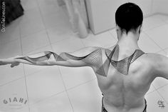 Known in the tattoo world as Dots to Lines, Chaim Machlev creates stark black-ink geometric tattoos that are both intricate and pristine. Back Tattoos, Body Art Tattoos, New Tattoos, Tattoos For Guys, Sleeve Tattoos, Cool Tattoos, Tatoos, Tattoo Arm, Pretty Tattoos