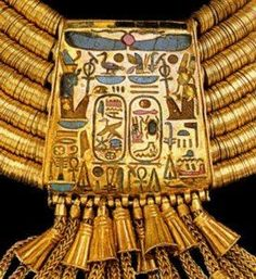 Tanis Grab Psussenes Detail --f Goldkollier with royal cartouches Material: Gold, carnelian, lapis lazuli and green feldspar; Ancient History, Art History, Ancient Aliens, Egypt Jewelry, Jewelry Art, Monuments, Papyrus, Ancient Egyptian Jewelry, Egyptian Art